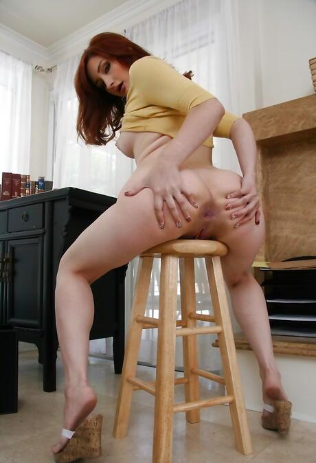 Spreading Butt Porn