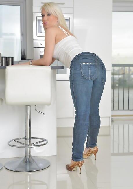 Big Butt in Jeans Porn