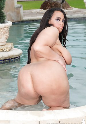 Big Butt in Pool Porn